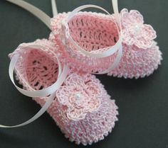 These baby booties are hand crocheted with high quality fine cotton thread. Booties are decorated with crocheted flowers with faux pearl accent in the center and with ribbon around the ankle. Select your size and color from the drop-down menu. Foot/shoe length for: Preemie-Newborn - 3 0-3 months - up to 3 1/2 3-6 months - up to 4 Please contact me if you need other size.  Created in smoke/pet-free environment. Please have a look at my other items. I will gladly combine shipping...