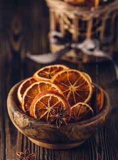 Anise and dried oranges in bowl on a wooden table. Pic: Anise and dried oranges in bowl on a wooden table.Pic: Anise and dried oranges in bowl on a wooden table. Winter Christmas, Christmas Time, Christmas Oranges, Xmas, Prim Christmas, Christmas Ideas, Deco Restaurant, Deco Nature, Dried Oranges