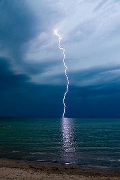 Storm (✯ Lightning Strike) as a great sea their is one catch. All Nature, Science And Nature, Amazing Nature, Tornados, Thunderstorms, Cool Pictures, Cool Photos, Thunder And Lightning, Lightning Storms