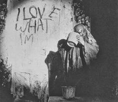 Jim Dine - The Smiling Workman 1960 Interrompe la scritta e si versa la vernice addosso.