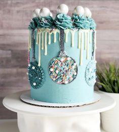 Mini Christmas Cakes, Christmas Themed Cake, Christmas Cake Designs, Christmas Party Food, Christmas Sweets, Holiday Cakes, Christmas Baking, Cupcakes, Cupcake Cakes