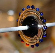 Art of Hand: Wavey Ribbon tutorial . Bead Making Tutorials, Beading Tutorials, Free Tutorials, Glass Jewelry, Glass Beads, Jewellery, Making Glass, How To Make Beads, Bead Art