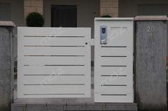 Cancelli moderni in acciaio e ferro battuto - Vicenza Gate Designs Modern, Modern Design, Main Door, Iron Gates, Garden Gates, Terrazzo, Windows And Doors, Locker Storage, House Design
