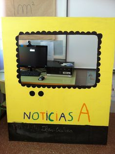 A classe treballem notícies en castellà. Aquest és l'escenari que han dissenyat els alumnes. La part fosca de baix és per escriure el nom dels periodistes de la setmana. Sensory Bottles, Pretend Play, Primary School, Ideas Para, Literacy, Activities For Kids, Language, Diy Crafts, Teaching