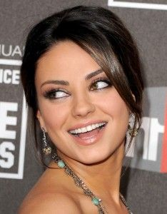Mila Kunis is gorgeous her hair. various of my lass friends have caught this haircut to their stylists. and several of them have come back shocked, saddened or with a lot low hair than they had intended. To save you the rheum and make you love your hair, let's deconstruct Mila Kunis' super sexy hair.