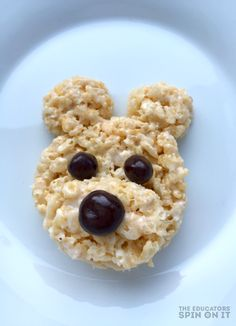 Teddy Bear Rice Krispie Treat Recipe for a special Teddy Bear Picnic Dessert for Kids. A fun idea for a Teddy Bear Themed Party, baby shower or even a teddy bear tea party. Rice Krispy Treats Recipe, Rice Krispie Treats, Rice Krispies, Teddy Bears Picnic Food, Bear Food, Picnic Birthday, Bear Birthday, 2nd Birthday, Popcorn
