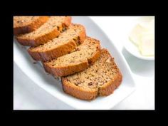 Easy homemade banana bread recipe with ripe bananas, flour, butter, eggs and spices. So good, you& want to make 2 loaves! Homemade Banana Bread, Healthy Banana Bread, Banana Bread Recipes, Cake Recipes, Brunch Recipes, Baked Banana, Baked Oatmeal, Ricotta, Healthy Snacks For Weightloss