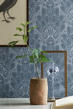 BorasTapeter Wallpapers is Sweden's oldest and by far best-known and best-selling brand of wall coverings. We invite you to see it at Zenth Cosy Interior, Hallway Inspiration, Wallpaper, Mural, Beautiful Wallpapers, Interior Wallpaper, Oriental, White Christmas Decor, Home Wallpaper