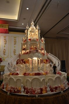 These Amazing Cakes Will Put You In A Dilemma Over Whether To Eat     9 Tier Lighted Castle Wedding Cake created by Le Nouvelle Cake of Indonesia