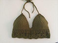 Cropped de crochet confeccionado em linha 100% algodão mercerizado, com bojo. <br>Escolha a sua cor e tamanho . P, M G.