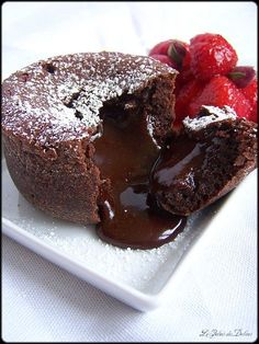 The traditional Chocolate Fondant with a twist. In the middle of the chocolate, I place a fresh raspberry. The correct texture of the fondant is Continue Reading → Chocolate Fondant, Chocolate Lava Cake, Gluten Free Chocolate, Lava Cake Recipes, Dessert Recipes, Dessert Food, Chocolates, Molten Lava Cakes, Tasty