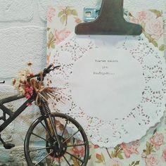 Coisinhas novas nascendo por aqui... Pranchetinha customizada e inspirada... Bora pra Pasárgada? ;) . . #arte #diy #contact #flores #artesanato #manuelbandeira #poesia #pasárgada #decor #delicadezas #leveza #fofuras #sucodenuvem #euquefiz #sonhos #cores #wonderland #casascomalma