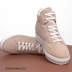 Dettagli di stile racchiusi in un paio di sneakers lavorate  artigianalmente f67f99025c6