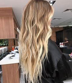 Effortless Hairstyles To Try This Summer - - 32 Summer Hairstyles 2019 Fre. - Effortless Hairstyles To Try This Summer – – 32 Summer Hairstyles 2019 Freedom in Hair Do - Blonde Hair Looks, Blonde Hair With Highlights, Brown Blonde Hair, Beach Blonde Hair, Long Beach Hair, Blonde Long Hair, Beach Hair Color, Beachy Hair, Caramel Highlights