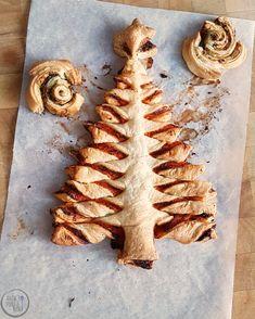 Kerstboom van bladerdeeg Food Blogs, Tapas, Stuffed Mushrooms, Yummy Food, Baking, Vegetables, Desserts, Recipes, Bbc