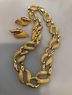 Vintage NAPIER SET Choker Necklace Clip On Earrings Smooth & Textured Gold Plated Metal Napier Jewelry Set Designer Jewelry Vintage Jewelry Cute Jewelry, Boho Jewelry, Jewelry Sets, Antique Jewelry, Jewelry Accessories, Vintage Jewelry, Fashion Jewelry, Jewelry Design, Dainty Jewelry