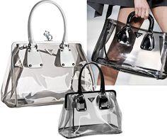 TOP 5 FASHION : ALERTA DE TENDENCIA: CARTERAS TRANSPARENTES Clear Plastic Bags, Clear Bags, Fashion Handbags, Fashion Bags, Women's Fashion, Key Bag, Transparent Bag, Handmade Bags, Clutch Purse