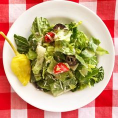 Add cucumbers roasted bell peppers mozzarella balls red lettuce and artichokes.top with toasted pine nuts and tonno tuna - Gluten free Recipes Pinchos Caprese, Pineapple Pretzel Salad, Pineapple Cake, Easy Fruit Pizza, Pan Fried Chicken, Lime Chicken, Creamy Garlic Sauce, Cucumber Sandwiches, Italian Salad
