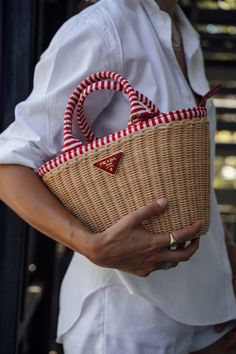 Cane Baskets, Basket Bag, Crochet Handbags, Crochet Fashion, Prada Bag, Cloth Bags, Luxury Bags, Basket Weaving, Fashion Bags