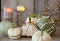 Kreative Tischdekoration mit Kürbissen, Seilen und Kerzen. Inspiration, Table Decorations, Vegetables, Furniture, Home Decor, Creative Ideas, Decorating Ideas, Candles, Table