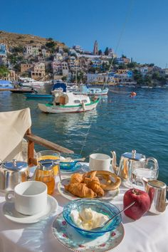Breakfast at a Greek island, travel the Greek islands Beautiful Places To Travel, Cool Places To Visit, Places To Go, Beautiful Hotels, Aloita Resort, Photos Voyages, Travel Aesthetic, Travel Goals, Greece Travel