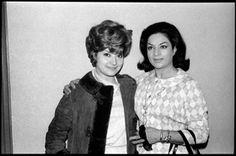 La cantant i ballarina de flamenc Lola Flores amb la cantant Conchita Bautista - 24 de febrer de 1966