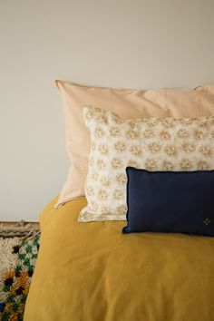 Delicate pattern and bold colours are a great combination. All by @camom