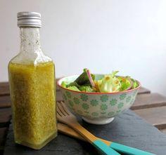 Dieses süße Honig Senf Dressing ist nicht nur super schmackhaft, sondern auch fix selbstgemacht. Low Carb Salatdressing genießen! Entdecke tolle Rezepte!