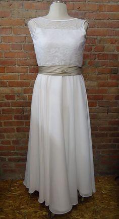 2ea723299acae4 FOR SALE  Sleeveless Wedding Dress A-Line Lace Classic Simple White w Sash