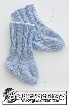 Celestina Socks / DROPS Baby - Knitted socks with cable pattern for babies. The piece is worked in DROPS BabyMerino. Celestina socks / DROPS baby - free knitting patterns by DROPS design Babys Baby Knitting Patterns, Baby Patterns, Crochet Patterns, Loom Patterns, Drops Design, Knitting Socks, Free Knitting, Drops Baby, Designer Baby