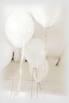 elisabeth heier - white balloons and twine Floating Balloons, White Balloons, Pure White, Black And White, Love Balloon, White Home Decor, Shades Of White, White Houses, Craft Party