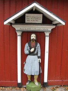 Luodon (Larsmon) kirkon vaivaisukko. Ukon pituus on 120 cm ja se on tehty vuonna 1782 ja on vanhimpia ruotsinkielisen Pohjanmaan vaivaisukoista. (Markus Leppo: Vaivaisukot).