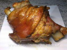 JOELHO DE PORCO ASSADO COM VINHO Brazilian Dishes, Pork Meat, Portuguese Recipes, Home Food, Recipe Images, Paleo, Pork Recipes, Food Dishes, Food Network Recipes