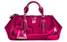 Burberry Prorsum sac en vinyl et python http://www.vogue.fr/mode/shopping/diaporama/rose-shocking/12470/image/741093#burberry-prorsum-sac-en-vinyl-et-python