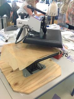 Geo Knight heat press, swing top. Ideal for safer class use.
