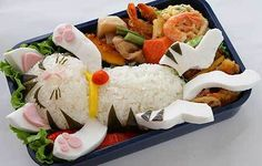 Cute bento boxes and sushi plates are popular in Japan and are becoming more common in America. These pictures of cute bento boxes are too cute to eat! Especially in a form of a cat Arte Do Sushi, Sushi Art, Cute Bento Boxes, Bento Box Lunch, Bento Food, Lunch Boxes, Bento Lunchbox, Sushi Food, Box Lunches