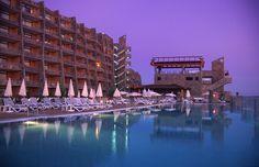 *Gloria Palace Amadora pool and external view* Vista exterior y de la piscina. #Gloriapalaceamadores #view #Grancanaria