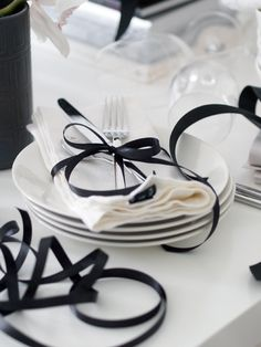 Tabletop embellished with Black Ribbon idea