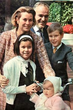 OGGI (April 21, 1966) — Grace and Rainier's 10th wedding anniversary with children.