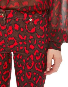 Animalier Print –Blumarine Fall Winter 2016/17 • Ankle-Length Skinny Stretch Cotton Trousers • These stretch cotton, 5-pocket jeans style ankle-length trousers are characterised by the red animal-print. Belt loops and back beltline with shiny logo label.