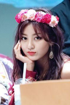 𝚏𝚘𝚕𝚕𝚘𝚠 𝚖𝚎 𝚏𝚘𝚛 𝚖𝚘𝚛𝚎 ©satanjeongyeon Nayeon, Leader Twice, Park Ji Soo, Jihyo Twice, Twice Once, Some Beautiful Pictures, Twice Kpop, Dahyun, Dance The Night Away