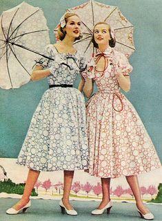 Los estampados visten de mariposas y de flores de colores a las chicas con el flower power, ganando la batalla el tergal al algodón y lana.