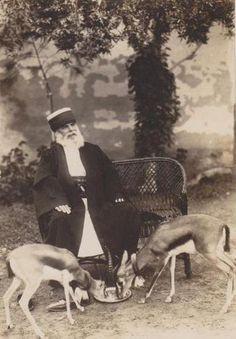 1901-1935 arası Kahire Kaygusuz Sultan dergahı postnişini Mehmet Lütfü Dede'nin nefis bir fotoğrafisi Twitter