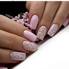Nail art is a very popular trend these days and every woman you meet seems to have beautiful nails. It used to be that women would just go get a manicure or pedicure to get their nails trimmed and shaped with just a few coats of plain nail polish. Pink Nail Designs, Nail Designs Spring, Spring Nail Art, Spring Nails, Nails Studio, Matte Nail Art, Manicure E Pedicure, Nagel Gel, Flower Nails