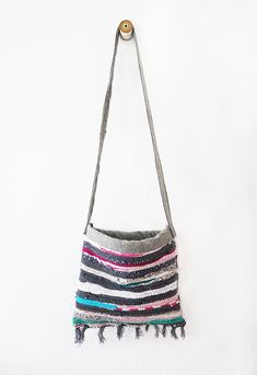 DIY tutorial for a summer bag out of a rag rug, in English and German.