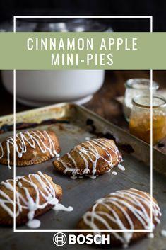 Mini Apple Pies, Mini Pies, Bosch Mixer, Mat, Cinnamon Apples, Pastries, Yummy Treats, Sweet Tooth, Articles