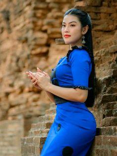 Myanmar Traditional Dress, Traditional Dresses, Burmese Girls, Myanmar Women, Korean Music, Beautiful Asian Women, Asian Fashion, Asian Woman, Asian Beauty