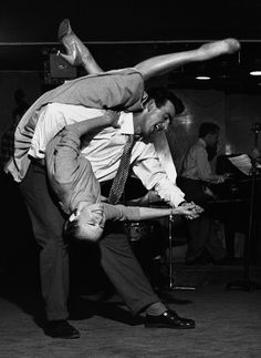 I would go back in time just to be able to dance like this :)