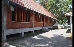 A COMMUNITY CENTRE BY CHINTHAKA WICKRAMAGE STARTS TO RESTORE HOPE IN A BROKEN THALALLA