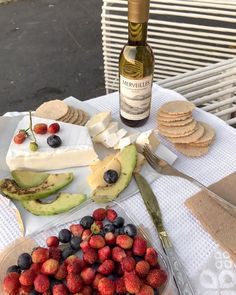 〰️ image by Love Eat, I Love Food, Around The World Food, Party Finger Foods, Cute Desserts, Food Platters, Aesthetic Food, Wine Recipes, Food Porn